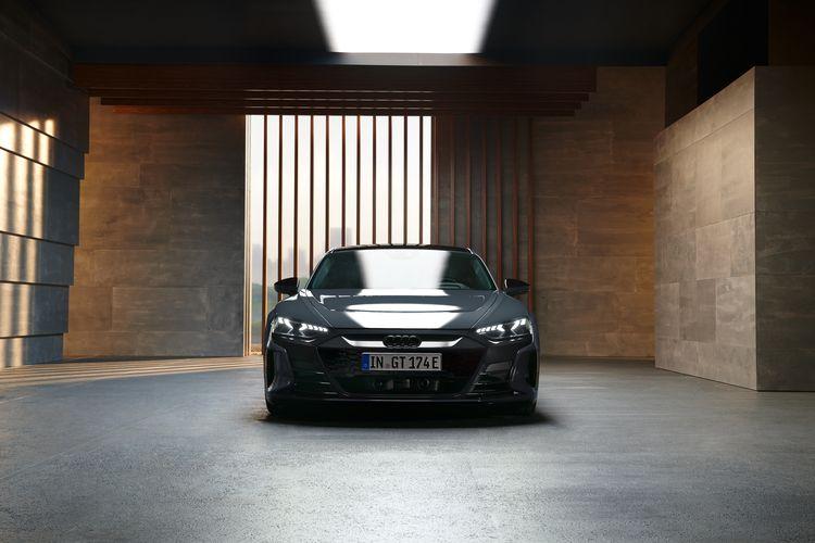 De E-tron GT Edition Zero Competition heeft zwarte exterieurdetails.
