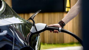 elektrische auto laden laadpaal opladen snelladen fastned