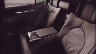 Toyota Camry Hybrid Duik in de Prijslijst Foto 3