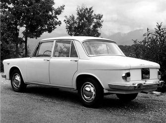 Lancia Flavia back