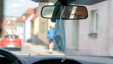 mondkapje spiegel auto