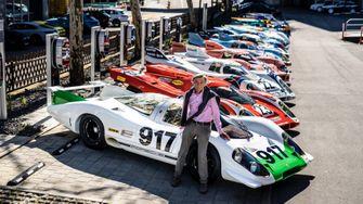 Hans Mezger bij de Porsche 917 die hij ontwikkelde