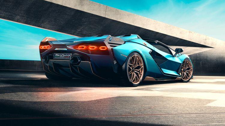 De Lamborghini Sián verschijnt binnenkort en is in de basis een Aventador met een V12, maar wordt ook al bijgestaan door een hybridesysteem.