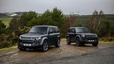 de twee Land Rover Defender 90 en 110
