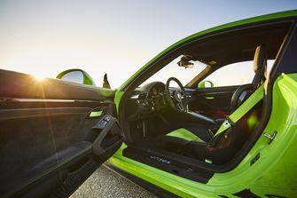 Lamborghini Húracan Performante vs Porsche 911 GT3 RS
