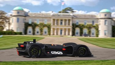 Robocar+driving+by+Goodwood+House+at+testing