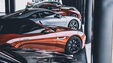Auto's in showroom 1000 - 2000 euro duurder