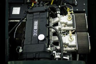 luchtfilters op de grote Jenvey gasklephuizen van een Caterham Super Seven 1600