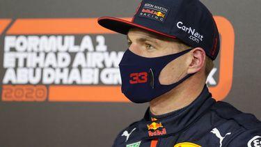 Een foto van Max Verstappen met mondkapje in december 2020