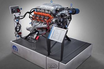 hellcrate-hellcat-crate-engine